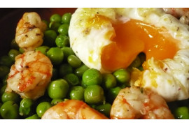 PEAS WITH PRAWNS AND SCALPED EGG